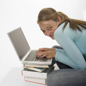 sneaky-girl-laptop-300.png